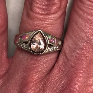 Jewelry - NWOT Pretty Fashion Ring